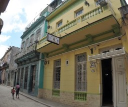 Street view of Vista al Mar Casa Particular in Old Havana, Cuba